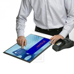 Podlahové a pultové prezentační systémy